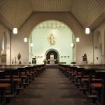 Das Kirchenschiff vor der Renovierung.