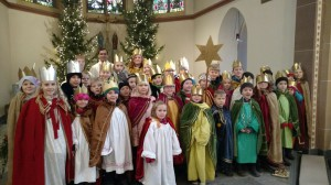 Bei der 11-Uhr-Messe in St. Maria Himmelfahrt in Hamminkeln waren die Sternsinger mit dabei.
